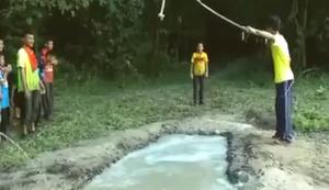 �ber den Wassergraben schwingen