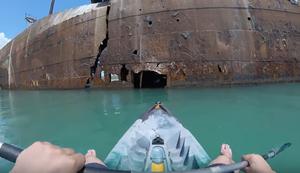 Mit dem Kajak in ein Schiffswrack