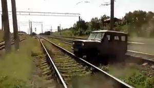 Mit dem Jeep über die Gleise