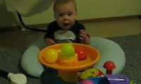 Baby vs Ballmaschine