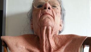 Für die perfekte Verwandlung in eine alte Frau