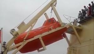 Rettungsboot zu Wasser lassen