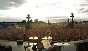 65.000 singen Bohemian Rhapsody
