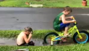 Jungs beim Spielen
