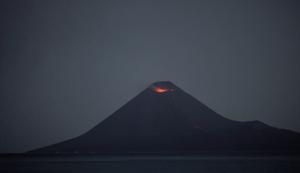 Nächtlicher Vulkanausbruch