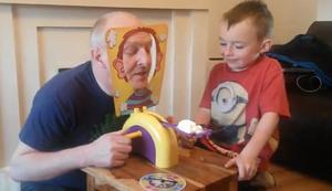 Das Kuchen ins Gesicht Spiel