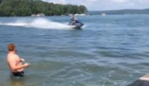 Ballwechsel auf dem Wasser