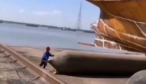 Schiff zu Wasser lassen