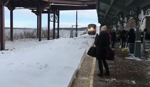 Der Zug fährt ein