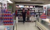 Volltrottel im Supermarkt