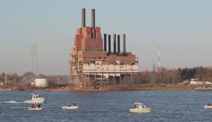 Sprengung eines alten Kraftwerks
