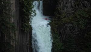 Im Kanu den Wasserfall runter
