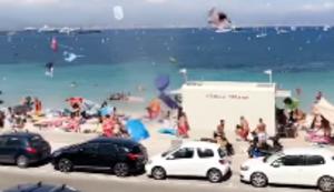 Eine Windhose am Strand