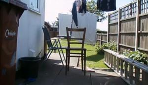Stuhl mit einem Schlag teilen