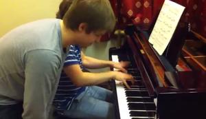 Zwei Br�der, ein Klavier.