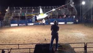 Gewagte Helikopter-Show